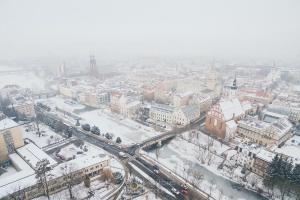 Michał Kokot - IMAGING TECHNICS - film i fotografia z drona - dron - UAV - dron opole - z lotu ptaka - fotografia i film dla twojego biznesu - zima w Opolu - stare miasto
